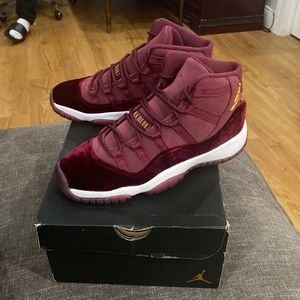 NIKE AIR JORDAN XI 11 RETRO RL GG HEIRESS VELVET MAROON GOLD BRED SZ 5 for Sale in Queens, NY