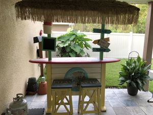 Margaritaville Bar with stools for Sale in Orlando, FL