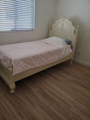 Twin bed frame and mattress for Sale in Las Vegas, NV