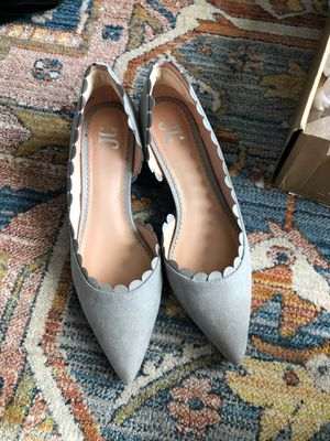 Shoes Journee collection - grey faux suede kitten heel shoe- size 9 for Sale in Pittsburgh, PA