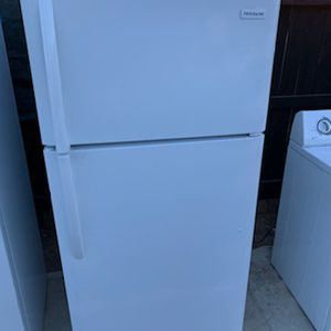 Apartment Size Refrigerator for Sale in Lake Elsinore, CA