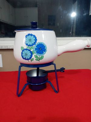 BEAUTIFUL BLUE AND WHITE FLOWER CERAMIC FONDUE POT SET WITH BASE. for Sale in Covington, KY