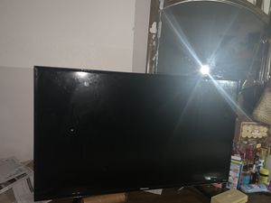 50 inch Roku hisence tv with remote for Sale in Henderson, NV