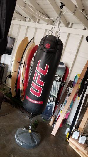 Punching bag 120lbs for Sale in Oceanside, CA
