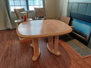 Wood dining room table for Sale in Dallas, TX
