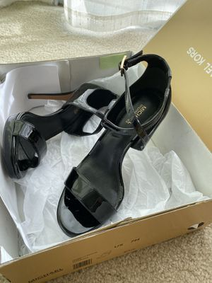Shiny Black Michael Kor's heels (size 6.5) for Sale in Los Angeles, CA