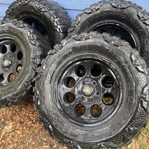LT33/12.50/17 Jeep Level 8 Wheels & Tires X4 for Sale in Austin, TX