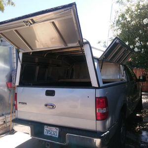 Camper pensingers 82 inch by70inch whit keys lock for Sale in Lindsay, CA