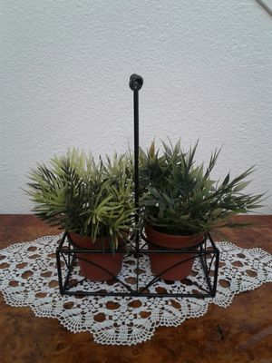 Artificial plants with metal tray $10 for Sale in Stockton, CA