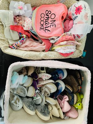Baby girl shoes 3months to 5 toddlers, beanies, bibs, hair ties , colic belt and neck pillow for Sale in Norwalk, CA