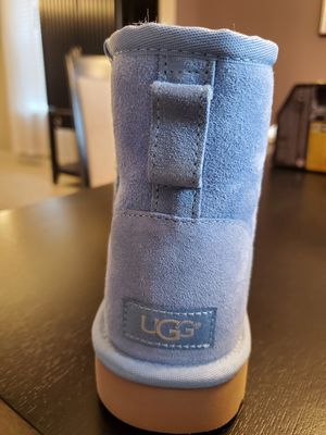 Ugg classic mini short size 8 women's for Sale in Haines City, FL