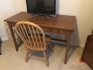OAK DESK and CHAIR for Sale in Orlando, FL