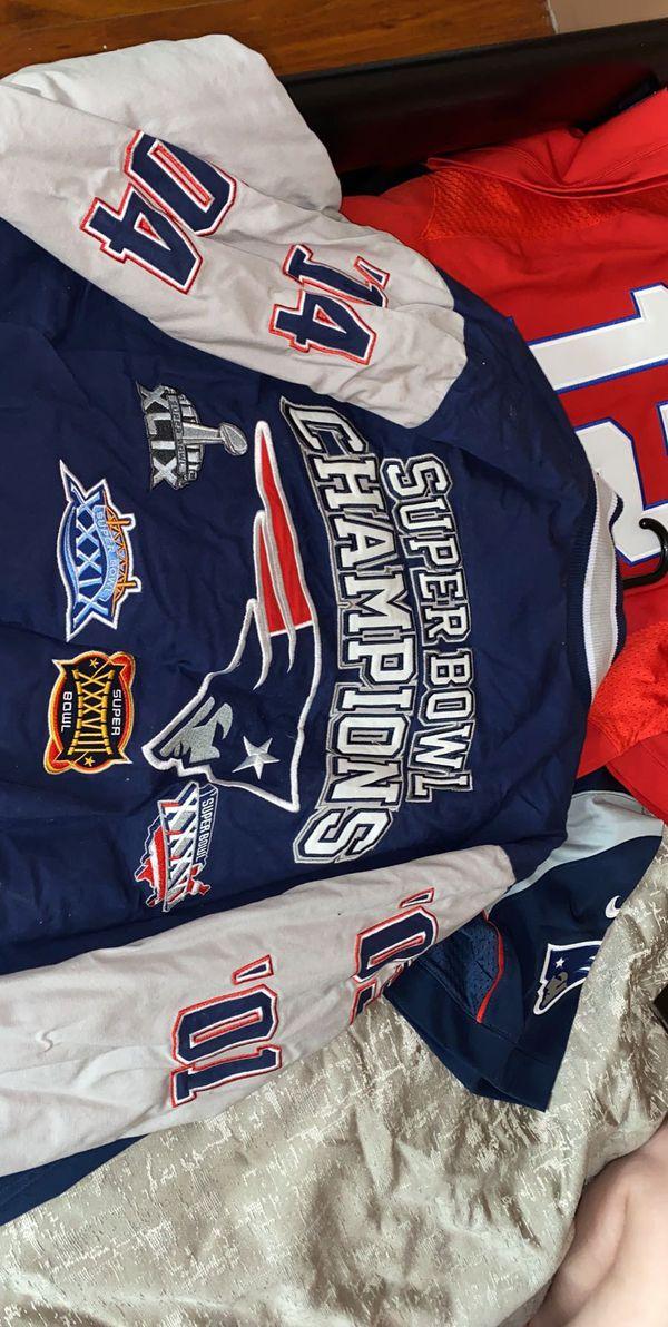 Tom Brady pats jerseys