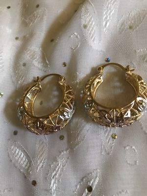 PLEASE IF YOU ARE NOT INTERESTED DO NOT LEAVE A MESSAGE. LARGE THICK LADIES ARACADES. PLATED IN BRAZIL LAMINATED GOLD GUARANTEED. $ 15 PICK UP ONL for Sale in Riverside, CA