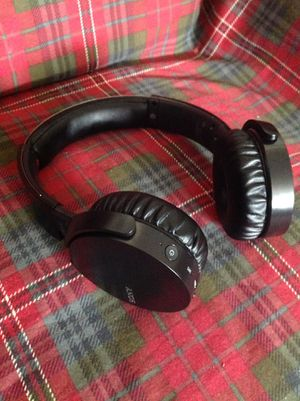 Sony extra bass Bluetooth Wireless Headphones w/microphone for Sale in Richardson, TX