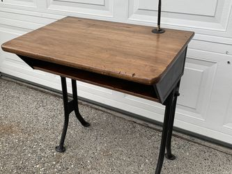 Farmhouse Farm House Antique Vintage american seating company no. 60 School house children's kids desk Furniture Table - Great condition for Sale in Marysville,  WA