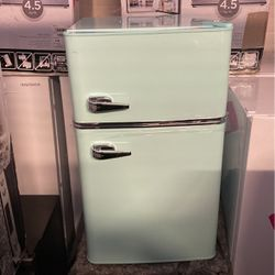 Frigidaire Mini Fridge 3.0 New Free Delivery for Sale in Cleveland,  OH