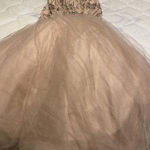 Vestidos Talla (m) $200 for Sale in Sterling, VA