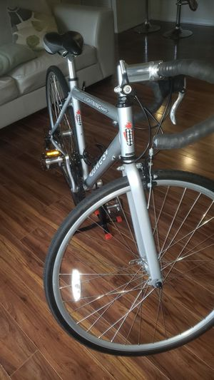 ROAD BYKE SHIMANO COMPONENTS-ENTRE LEVEL CYCLIG BIKE HARLY EVER USED for Sale in Maitland, FL