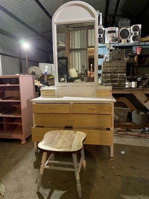 Vanity with stool for Sale in Victoria, TX