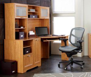 BRAND NEW Magellan Corner Desk & Hutch Honey Maple for Sale in Ashburn, VA