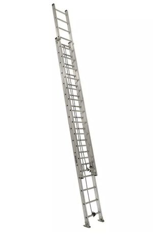 Louisville 32 ft aluminum extension ladder for Sale in Leesburg, VA