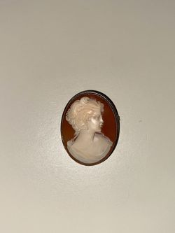 Vintage Beautiful Vintage 50's Era Silver Shell Cameo Pin pendant for Sale in Carlstadt,  NJ