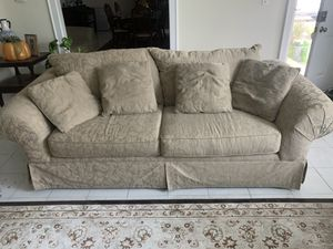 3 person couch in Great Condition for Sale in Manasquan, NJ