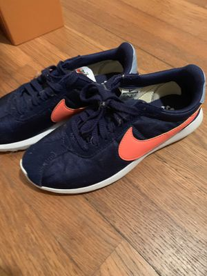 Nike Size 8 women's for Sale in Houston, TX