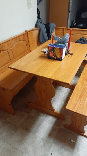 Nook breakfast table for Sale in Grove City, OH