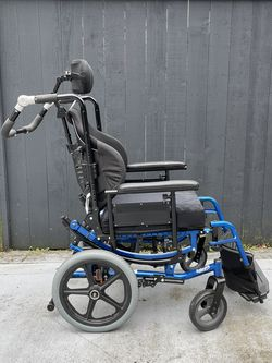 Solara 3G Wheelchair for Sale in Bellevue,  WA
