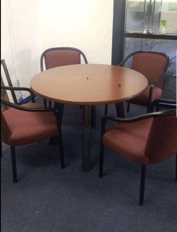 table and 4 chairs 40.00 dlls
