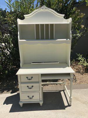 White Desk with Hutch for Sale in LA CANADA FLT, CA