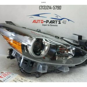 2017 2018 MAZDA 3 RIGHT PASSENGER HALOGEN HEADLIGHT OEM UC43626 for Sale in Compton, CA