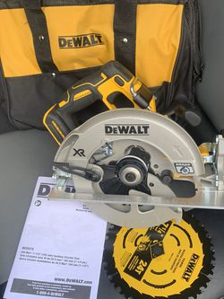 DEWALT 20-Volt MAX XR Cordless Brushless 7-1/4 in. Circular Saw (Tool Only) for Sale in Portland,  OR