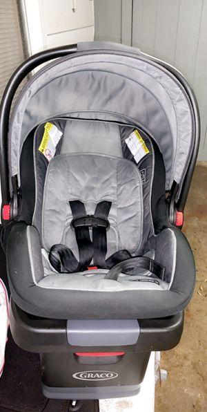Snugride snuglock 35 car seat and base for Sale in Lumberton, TX