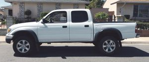 Key starter 2003 Toyota Tacoma Backup camera the car looks clean for Sale in Windsor, ON