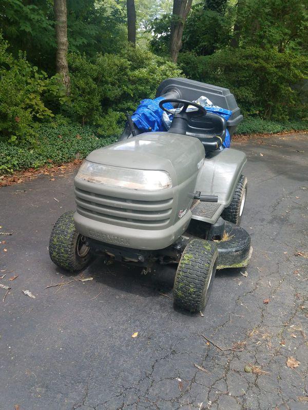 Tractor nitido para trabajos de jardin es oferta