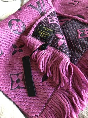 Louis Vuitton winter scarf Pink for Sale in Seaside, CA