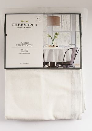 """THRESHOLD Round Tablecloth 70"""" for Sale in Pasadena, CA"""