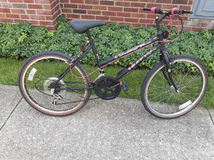 Womans mountain bike for Sale in Valley View, OH