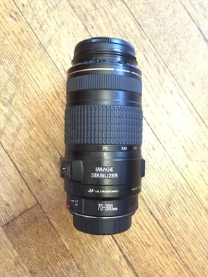 Canon EF 70-300mm f/4-5.6 IS Lens for Sale in Seattle, WA