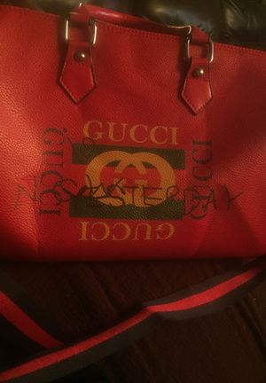 Gucci duffle bag serious buyer only message for Sale in Columbus, OH