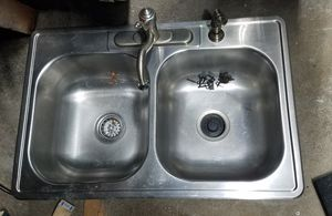 Kitchen sink w/ garbage disposal and faucet for Sale in Mount Oliver, PA