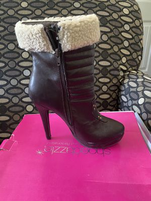 HIGH HEELS SIZE 9 for Sale in Saint Robert, MO