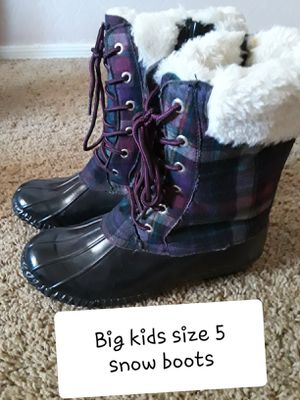Big kids size 5 snow boots for Sale in Surprise, AZ
