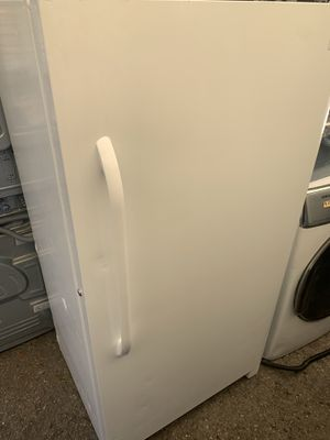 Frigidaire upright freezer 14cu.ft white 2019 for Sale in Los Angeles, CA