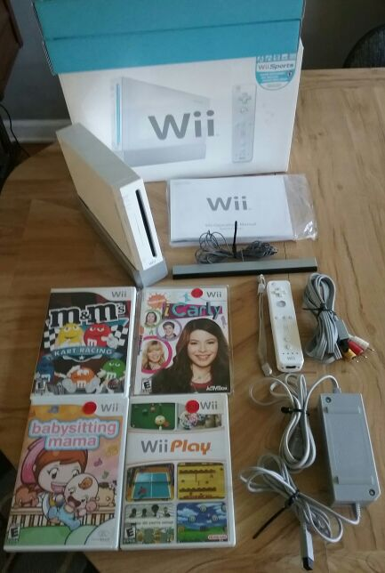 Nintendo Wii RVL-001 Console Original Box Manual Hookup Wires Remote Sensor Bar Console Stand Games ICarly Wii Play M&M's Kart Racing WORKS GREAT