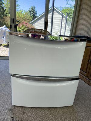 15.5-in x 27-in Universal Laundry Pedestal (White) Item #333409 Model #XHPC155XW for Sale in Fox River Grove, IL