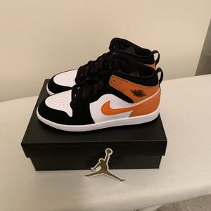Nike Air Jordan 1 Mid Shattered Backboard Size 3Y Kids for Sale in The Bronx, NY